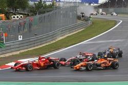 Рестарт: Фелипе Масса, Scuderia Ferrari, F2007, Маркус Винкельхок, Spyker F1 Team, F8-VII, Фернандо Алонсо, McLaren Mercedes, MP4-22
