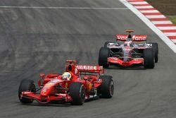 Felipe Massa, Scuderia Ferrari, F2007 y Fernando Alonso, McLaren Mercedes, MP4-22