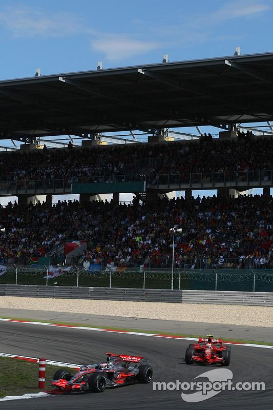 Fernando Alonso, McLaren Mercedes, MP4-22 y Kimi Raikkonen, Scuderia Ferrari, F2007