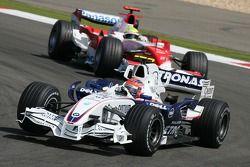 Robert Kubica, BMW Sauber F1 Team, F1.07 y Ralf Schumacher, Toyota Racing, TF107