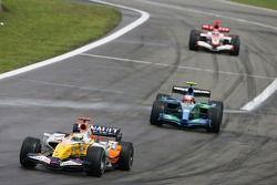 Giancarlo Fisichella, Renault F1 Team R27; Rubens Barrichello, Honda Racing F1 Team RA107