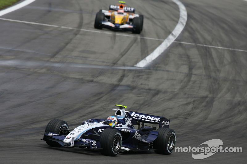 Alexander Wurz, Williams F1 Team, FW29 y Heikki Kovalainen, Renault F1 Team, R27