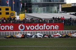 Nick Heidfeld, BMW Sauber F1 Team, Robert Kubica, BMW Sauber F1 Team choque en la arranacda