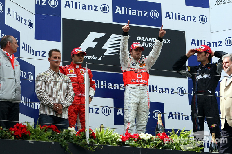 Schumacher presented the winners with the trophies.