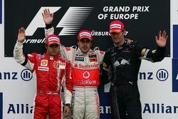 Подиум: победитель гонки Фернандо Алонсо с Фелипе Массой и Марком Уэббером
