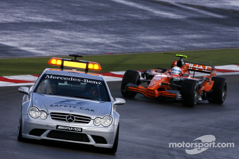 Markus Winkelhock, Spyker F1 Team detrás del coche de seguridad