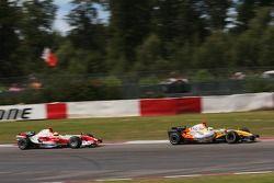 Giancarlo Fisichella, Renault F1 Team y Ralf Schumacher, Toyota Racing