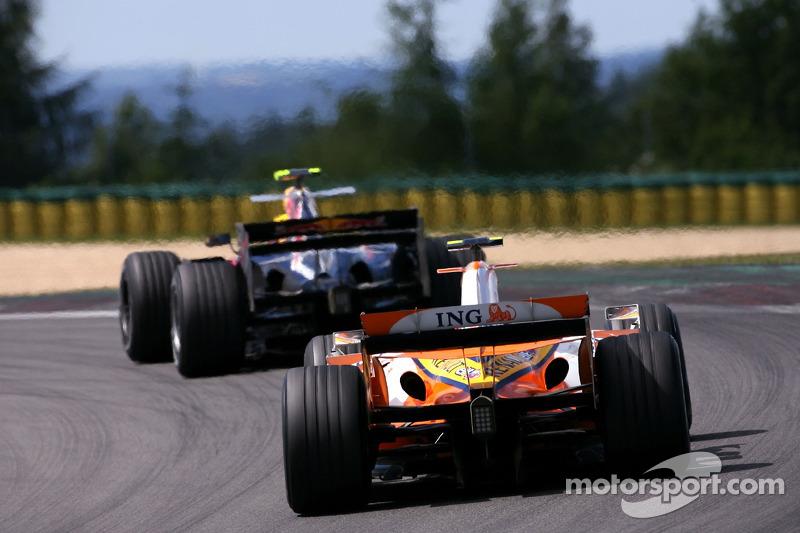 Хейккі Ковалайнен, Renault F1 Team, Марк Веббер, Red Bull Racing