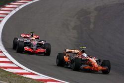 Markus Winkelhock, Spyker F1 Team, Lewis Hamilton, McLaren