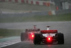 Фернандо Алонсо, McLaren Mercedes, MP4-22 в погоне за Фелипе Массой, Scuderia Ferrari, F2007
