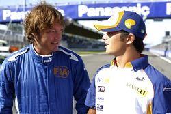 Marco Codello, parle à Nelson A. Piquet sur la grille