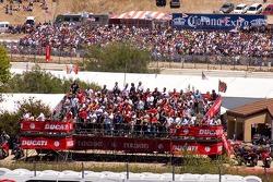 Толпа на острове Ducati