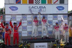 Podium LMP1: les vainqueurs Emanuele Pirro et Marco Werner, seconde place Rinaldo Capello et Allan M