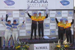 Podium LMP2: les vainqueurs Romain Dumas et Timo Bernhard, seconde place Sascha Maassen et Ryan Bris