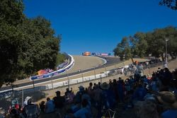 Fans regardant le départ de la course Superbike au virage de renommée mondiale du Mazda Raceway Laguna Seca