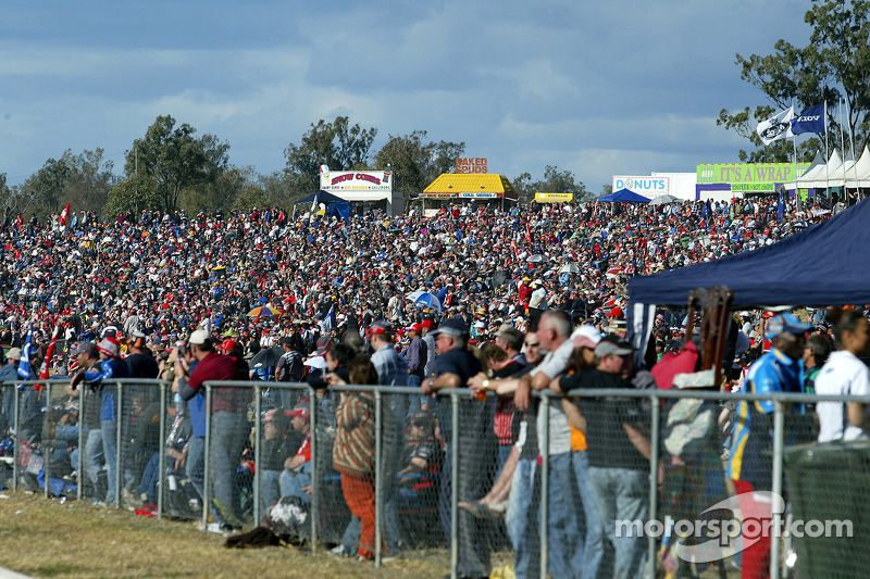 Massive Crowd at Queensland Raceway