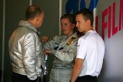Susie Stoddart, Mücke Motorsport AMG Mercedes, Portrait, talking with Peter Mücke, Team Owner Mücke Motorsport and James Goodfield, Race Engineer of Susie Stoddart