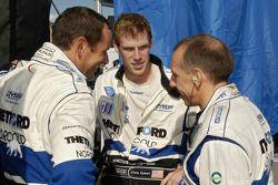 Discussion d'équipe entre Butch Leitzinger, Chris Dyson et Andy Wallace