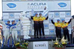 Podium LMP2: les vainqueurs Romain Dumas et Timo Bernhard, seconde place Sascha Maassen et Ryan Briscoe, troisième place Adrian Fernandez et Luis Diaz