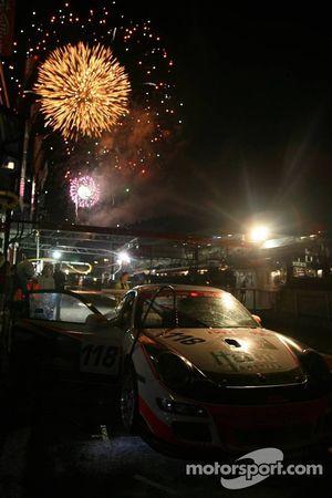 Arrêt au stand pour la #118 Trackspeed Racing Porsche 997 GT3 Cup: David Ashburn, Martin Rich, Johnn