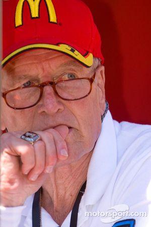 La vedette de cinéma et propriétaire de l'équipe de course Paul Newman