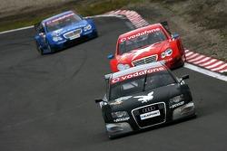 Christian Abt, Audi Sport Team Phoenix, Audi A4 DTM, devant Alexandros Margaritis, Persson Motorsport AMG Mercedes, AMG Mercedes C