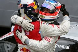 Martin Tomczyk, Audi Sport Team Abt Sportsline, thanks Alexandre Premat, Audi Sport Team Phoenix, for letting him pass just before the finish to score maximum points for the championship