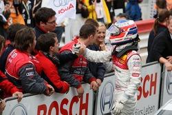 Alexandre Prémat, Audi Sport Team Phoenix, Audi A4 DTM a laissé sa position de leader au profit de Martin Tomczyk, Audi Sport Team Abt Sportsline Audi A4 DTM. Après la course Prémat a reçu de nombreux remerciements et des poignées de mains de l'équipe Aud
