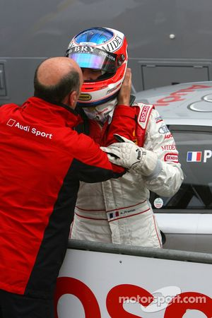 Dr. Wolfgang Ullrich, Audi's Head of Sport, thanks Alexandre Premat, Audi Sport Team Phoenix, Audi A4 DTM
