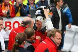 Dr Wolfgang Ullrich, directeur des sports de Audi, discute avec Martin Tomczyk, Audi Sport Team Abt