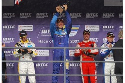 Podium, Winner, 1st, Robert Huff, Team Chevrolet, Chevrolet Lacetti, 2nd, Tiago Monteiro, SEAT Sport