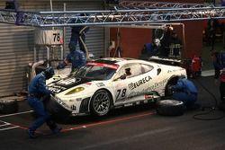 Arrêt au stand pour la #78 JMB Racing Ferrari 430 GT2: Charles de Pauw, Alain van den Hove, Didier De Radigues, Paul Belmondo