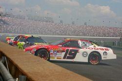 Casey Mears and Elliott Sadler crash