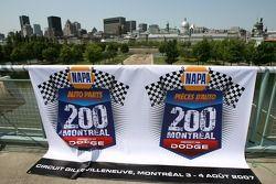Conférence de presse pré-événement: la bannière pour le NAPA Auto Parts 200 presenté par Dodge