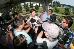 Conférence de presse pré-événement: Carl Edwards parle avec les médias
