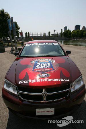 Conférence de presse pré-événement: Dodge Avenger voiture de rythme pour le NAPA Pièces d'auto 200 p