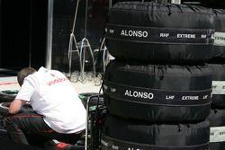 lastikleri for Fernando Alonso, McLaren Mercedes