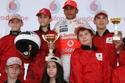 Lewis Hamilton, McLaren Mercedes, ve young karters, Vodafone karting event