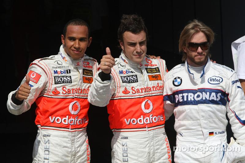 Pole Alonso, Hamilton e Nick Heidfeld após classificação para GP da Hungria. No treino, Alonso atrasou Hamilton nos boxes, o que custou punição de cinco posições ao bicampeão