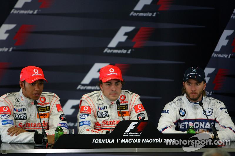 No fim do ano, a dupla terminou empatada e Alonso deixou a equipe. Kimi Raikkonen foi o campeão com a Ferrari, um ponto à frente dos pilotos da McLaren