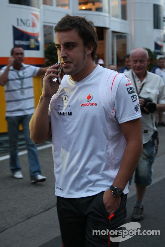 Fernando Alonso, McLaren Mercedes après avoir quitté la direction de course