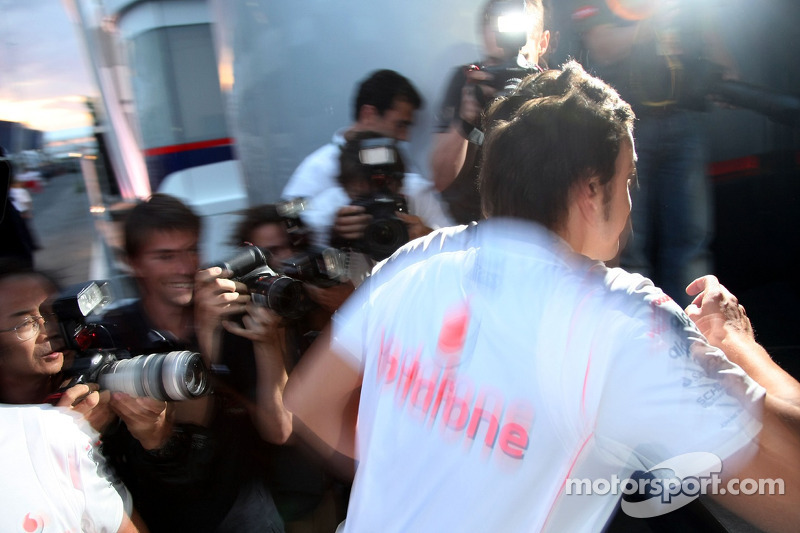 Фернандо Алонсо, McLaren Mercedes залишає гоночну дирекцію