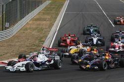 Start: Robert Kubica, BMW Sauber F1 Team, F1.07 leads Fernando Alonso, McLaren Mercedes, MP4-22
