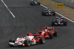 Takuma Sato, Super Aguri F1, SA07 y Felipe Massa, Scuderia Ferrari, F2007