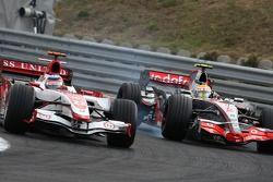 Takuma Sato, Super Aguri F1, SA07 ve Lewis Hamilton, McLaren Mercedes, MP4-22
