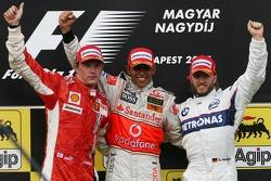 Podium: Sieger Lewis Hamilton mit Kimi Räikkönen und Nick Heidfeld