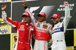 Podio: ganador de la carrera Lewis Hamilton, segundo lugar de Kimi Raikkonen y Nick Heidfeld el terc