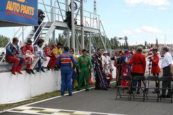 Séance photo: les pilotes NASCAR Busch Series arrivent