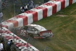 Steve Wallace dans le mur de pneus