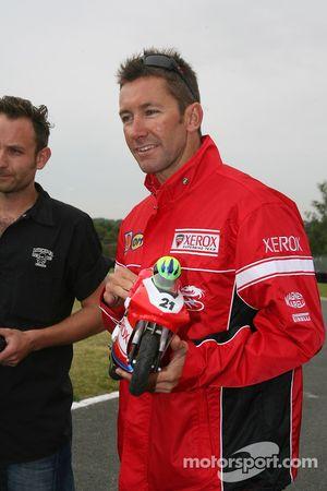 Course moto télécommandé: Troy Bayliss